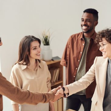 people shaking hands, how to network on LinkedIn