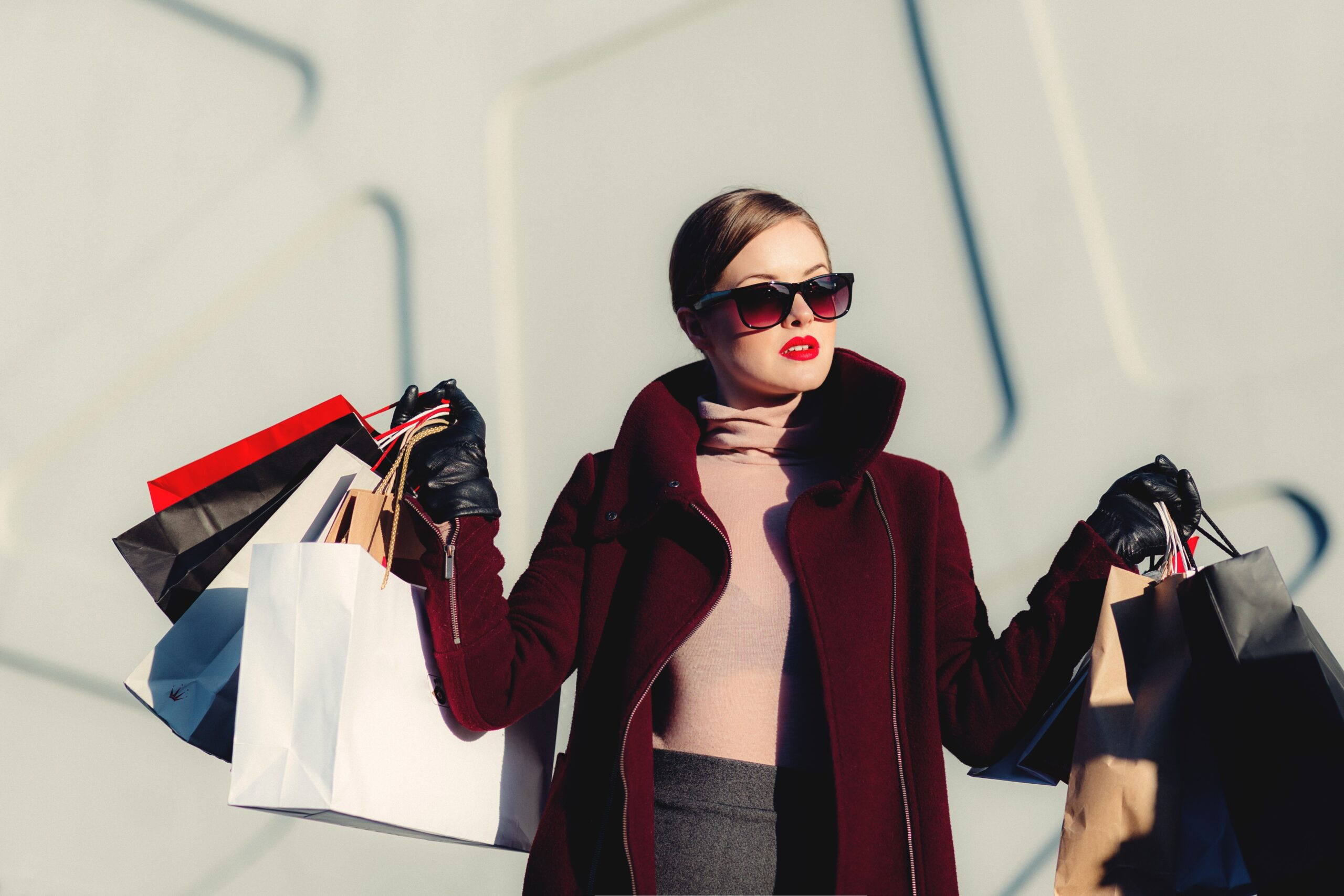 how to increase conversion rate_woman shopping with bags
